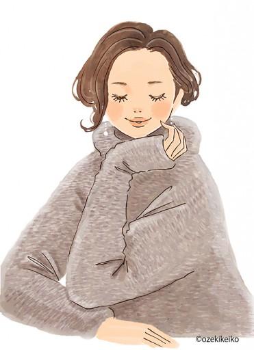 : コートを羽織る女性